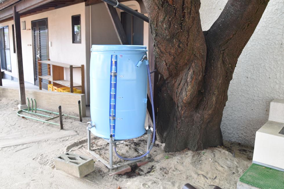 緊急時用に雨水をためるタンクがあります。